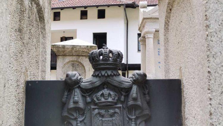 Otvoriše se manastirska vrata