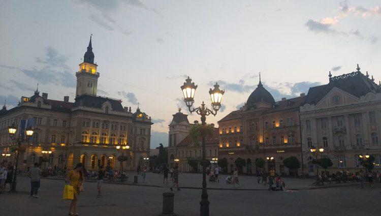 Šetnja ulicama Novoga Sada za vreme EXIT-a