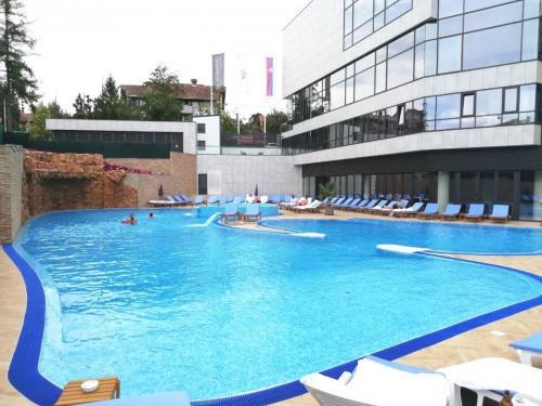 Hotel-Tonanti-bazen-spolja