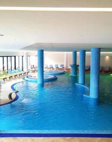 Hotel-Tonanti-bazen-unutra
